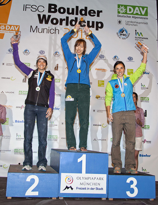 The Munich podium: Anna Stöhr, Akiyo Noguchi and Juliane Wurm, Heiko Wilhelm