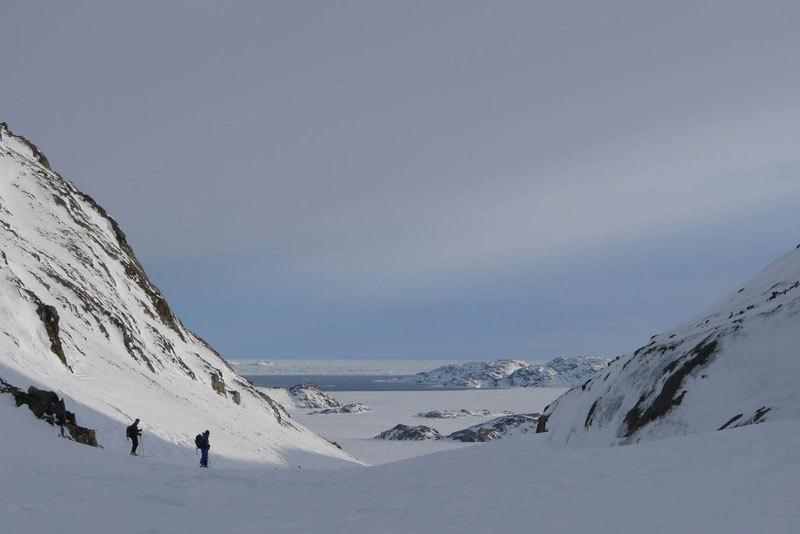 Immagini dal video documentario di Alberto Sciamplicotti che ha per protagonisti la guida alpina altoatesina Robert Peroni, la Groenlandia e il popolo della Terra degli Uomini., Alberto Sciamplicotti