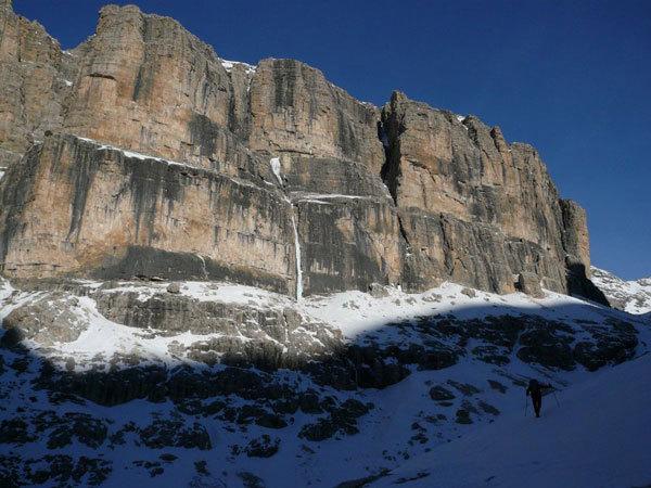 Avvicinamento alla Cascata Cassiopeo , arch. B. Ballico