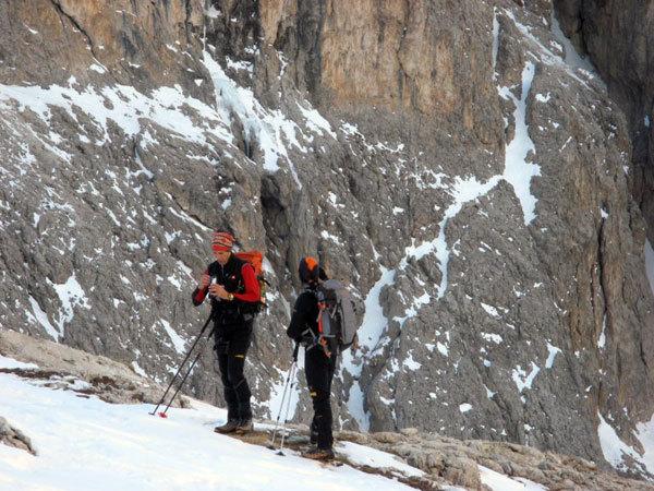 beppe Ballico e Andrea gamberini nell'avvicinamento alla Cascata Cassiopeo , arch. B. Ballico