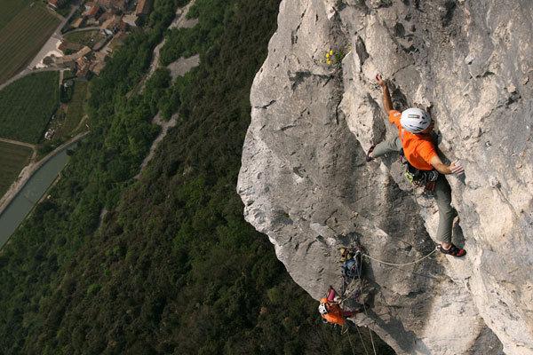 Nicola Tondini climbing Via di testa, Andrea Gennari Daneri