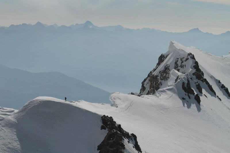 18/09/2012: Kilian Jornet Burgada climbs the Innominata Ridge to the summit of Mont Blanc in 6:17, archivio Kilian Jornet Burgada