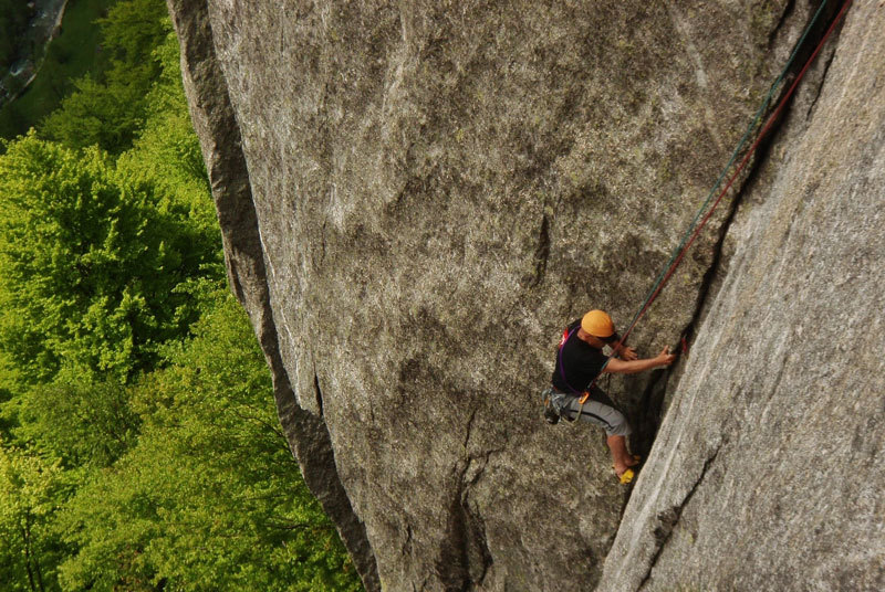 Alberto Magliano climbing Luna nascente (Val di Mello), Michele Comi