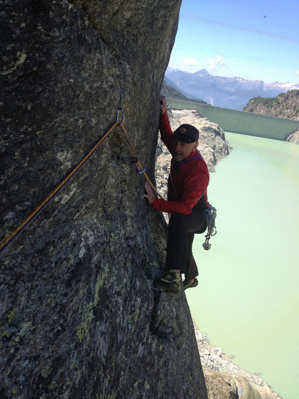 Alberto Magliano climbing the thirf pitch of Camera con vista, Michele Comi