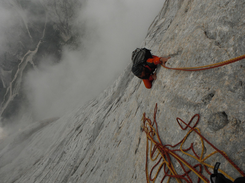 Via Tempi moderni, Marmolada. Ernesto on the final pitches, the rock is always superb!, Ernesto Benfari & Christian Sega