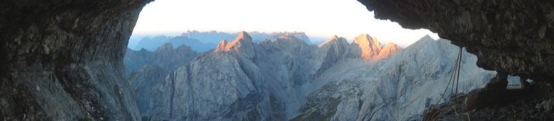 Due giorni dopo ci raggiunge anche Domenico, e saliamo la via Ideale. Questa è la vista mattutina dalla nicchia del bivacco, a metà parete., Ernesto Benfari & Christian Sega