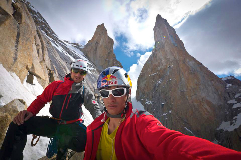 David Lama e Peter Ortner sulla via Eternal Flame, Nameless Tower, Trango Towers, Karakorum., David Lama