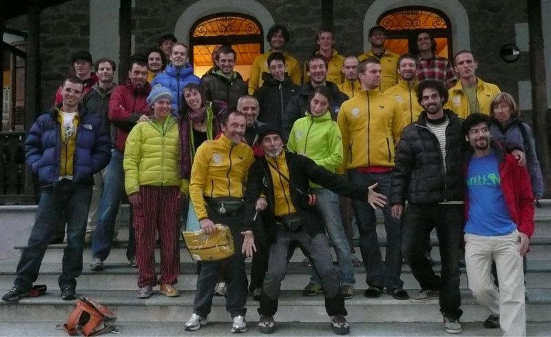 Parte del gruppo dell'Orco Trad Meet 2012 si prepara alla festa, Mauro Penasa