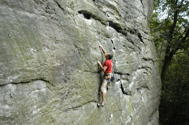 Donato Lella climbing at Lungaserra, Stefano Beccio