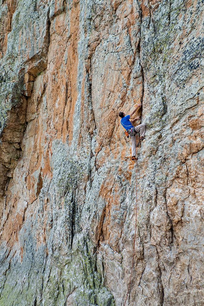 Giovanni Massari climbing L'orologio senza tempo (2012), archivio Paolo Seimandi