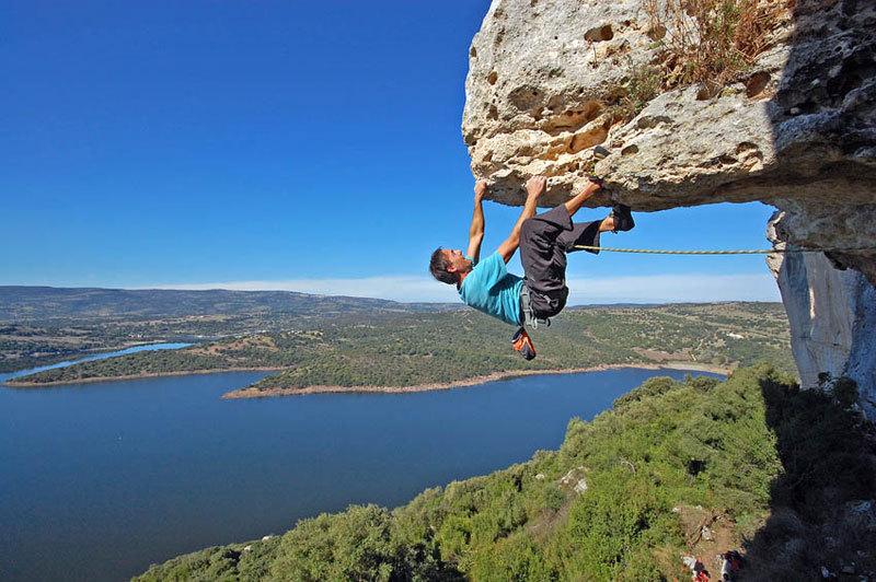 French base jumper Jerome Rochelle climbing at Roccadoria Monteleone, Maurizio Oviglia