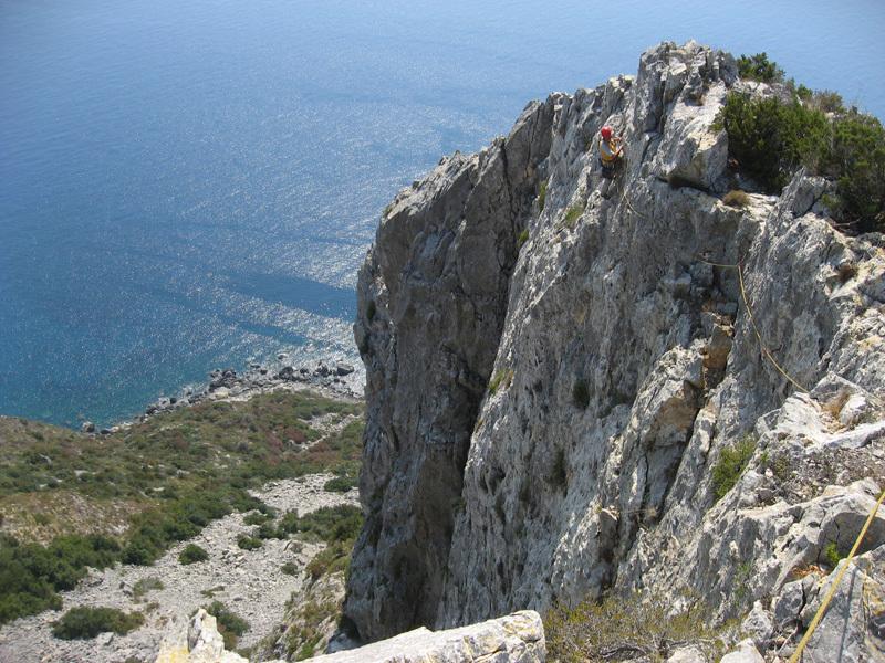 Sul sesto tiro dello Spigolo Bonatti (6a, 240m) a Capo d'Uomo all'Argentario, Eraldo Meraldi