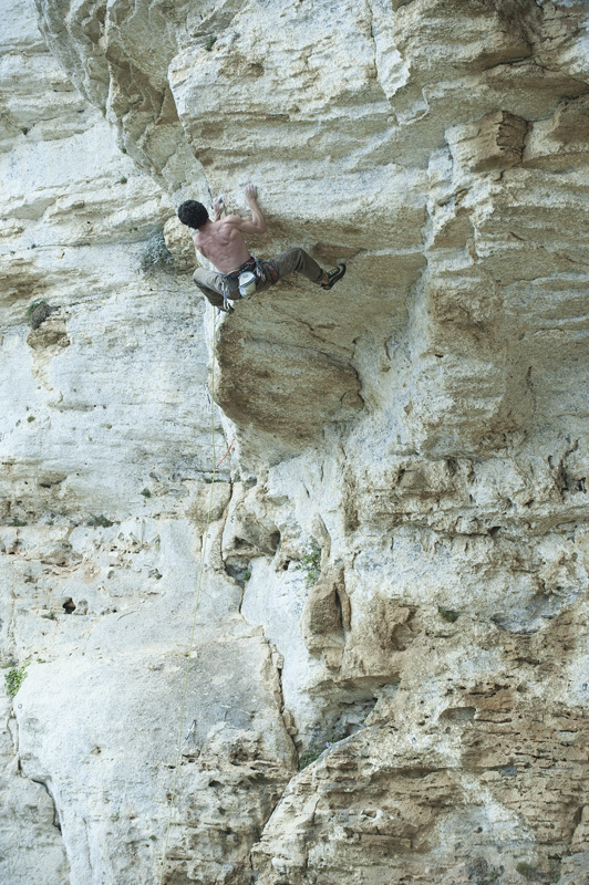 Mauro Calibani sale un 7c+, Andrea Gallo