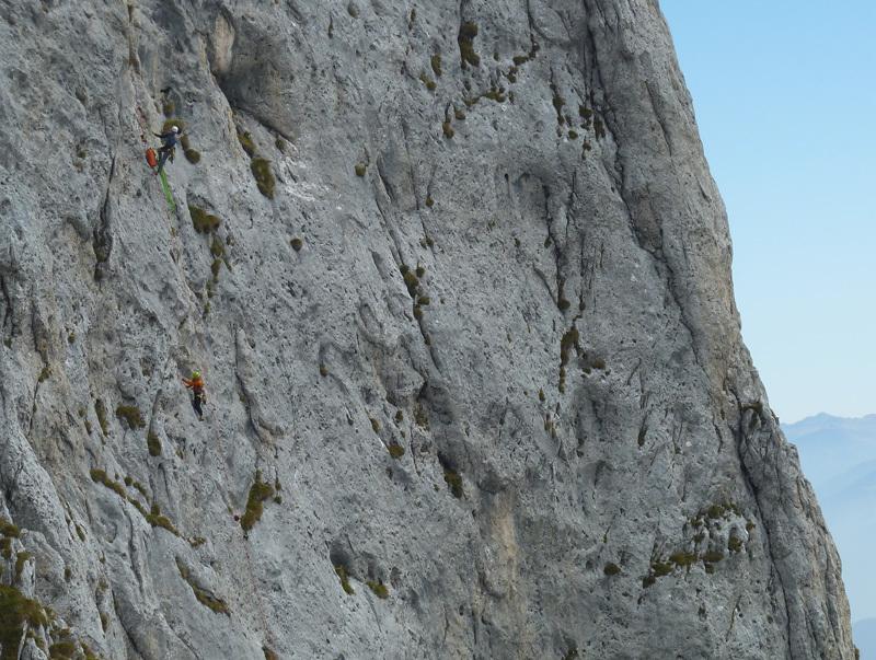 Il colpo di coda (7a+, 160m, Stefano Codazzi, Daniele Natali 22/09/2012 ), Presolana: Daniele recupera Stefano su L2, archivio Stefano Codazzi & Daniele Natali