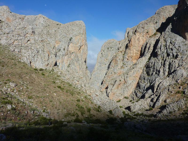 La parete della via Radio Eksen nella Cimbar-Valley, archivio R. Larcher, L. Giupponi, N. Sartori