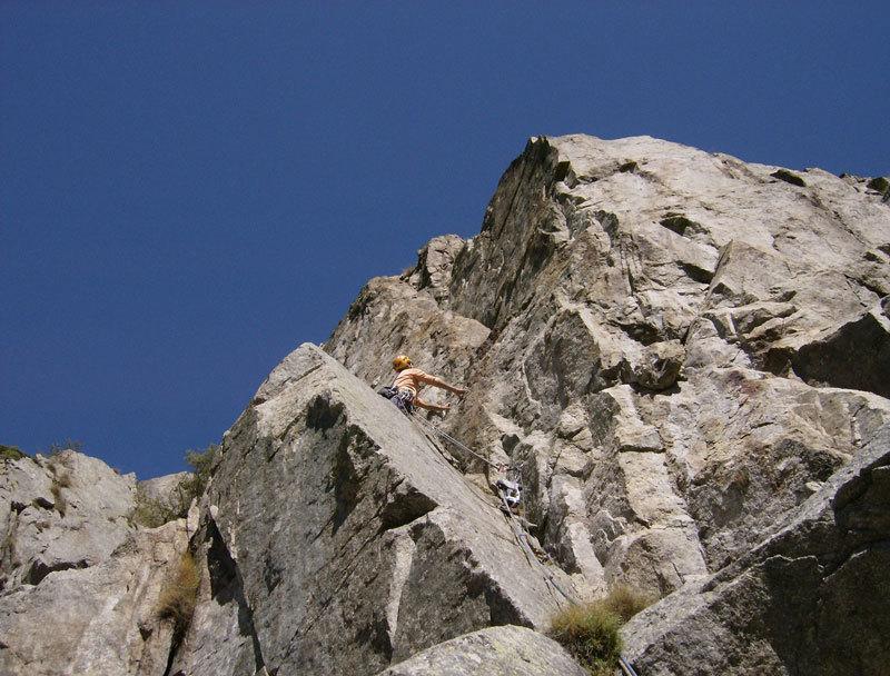 Mauro Franceschini in apertura sul primo tiro di Carpe diem, Aiguille de Chatelet, Monte Bianco, archivio M. Franceschini, F. Recchia
