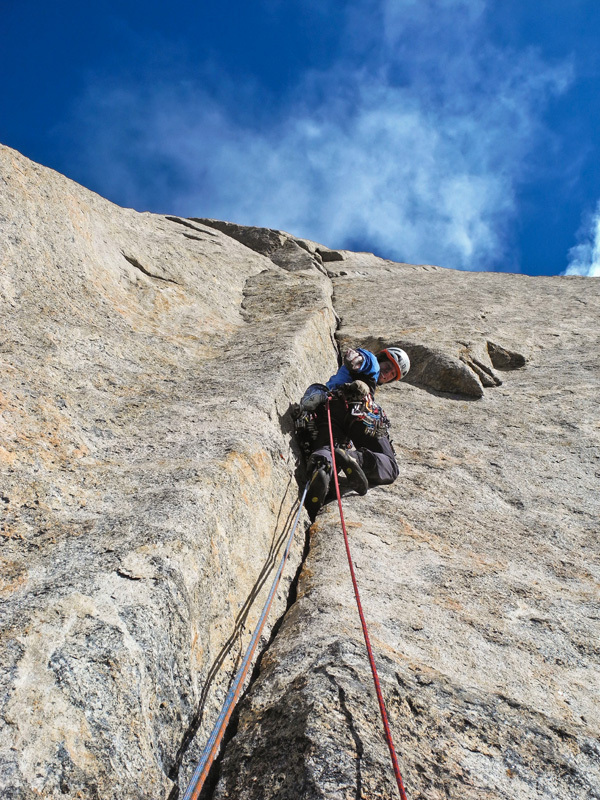 Ledgeway to Heaven (7b+/A1, 45°), Swiss Renland Expedition
