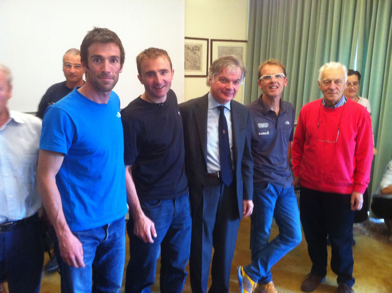Hervè Barmasse, Ueli Steck, Luigi Festi, Simone Moro ed Alberto Alliaud (CAI national councellor) after the final debate on 24/10/2012 which ended the International Master Course in Mountain Medicine, archivio Master Medicina di Montagna