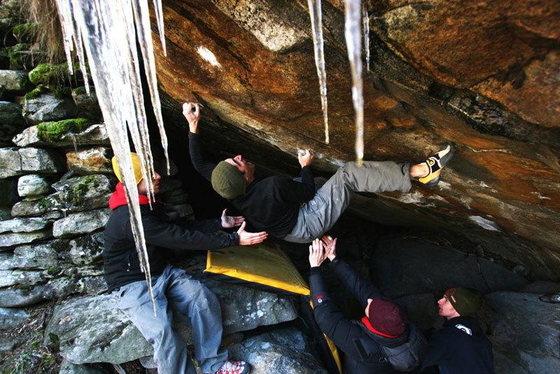 Mauro Calibani, winter boulder problem, Val Verzasca area fiume, Massimo Malpezzi