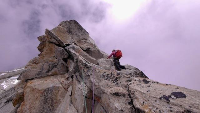 Szu-ting Yi sale verso la cima di Kemailong, David Anderson