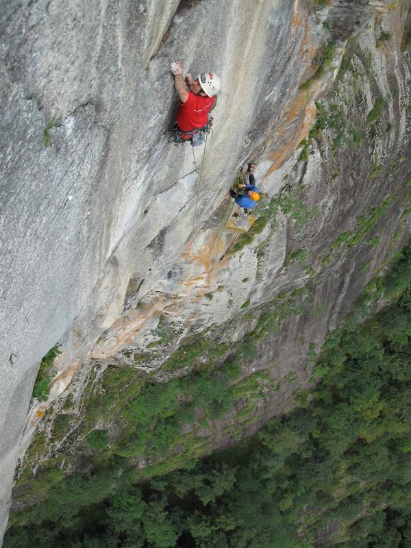09/2012: Saga di Valle Bavona (7c+/8a, 205m, Stephan Isensee, Tobias Wolf)., Tobias Wolf