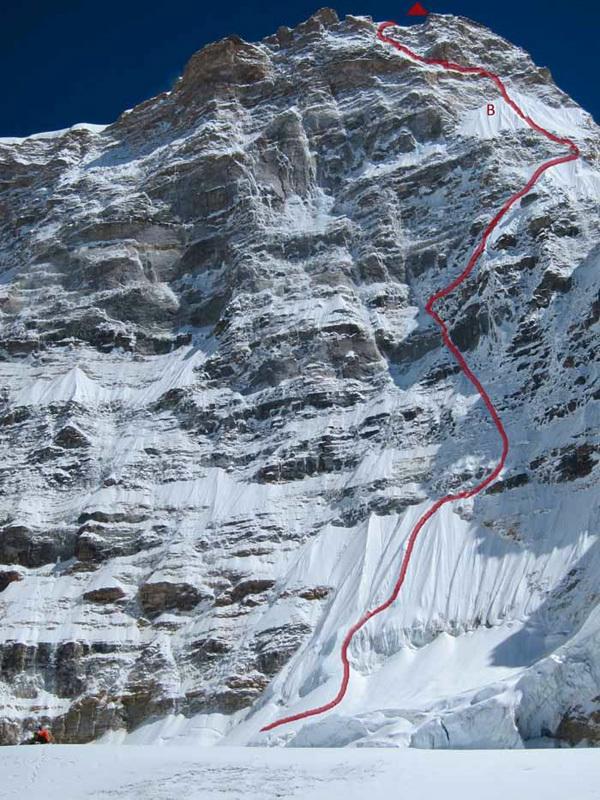 La parete Ovest di Janak (7090m) e la linea di Blue racer (Nejc Marčič, Luka Stražar, 80°, M4, 1100m)., Janak 2012