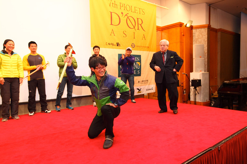 The Koreans Kim Chang-ho and An Chi-young, winners of the Piolets d'Or Asia 2012, Im Duck Yong