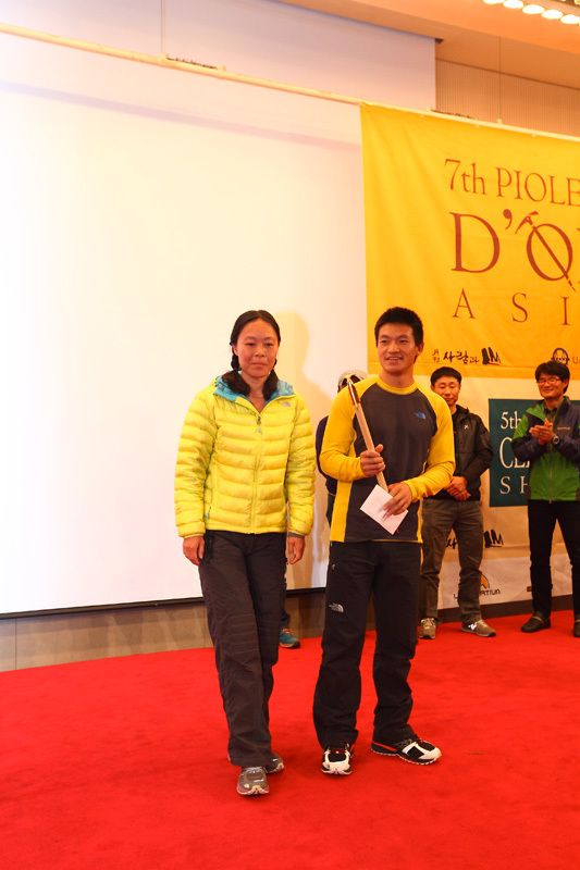 Zhou Peng and Lee Shuang from China, winners of the Piolets d'Or Asia 2012, Im Duck Yong