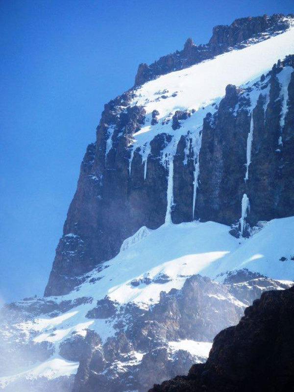 Breach Wall and Icicle. Via Messner - Renzler 1978. Diamond Glacier up high., Nicola Noè