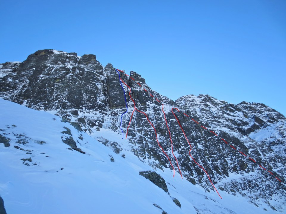 Spallone Pizzo del Becco: Becche al becco (blue), in red the three new routes Fò di BAL, Beccati questa goulotte, Bo. SuperMario follows the red dotted line., Tito Arosio
