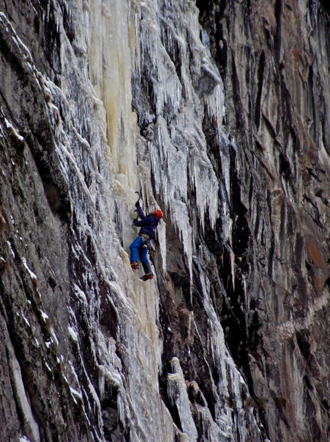 15/12/2012: Markus Pucher and Alois Krenn establishing Schwarzer Engel (WI7+, M7, E6, 160m) in the Maltatal, Austria., Norbert Schittenkopf