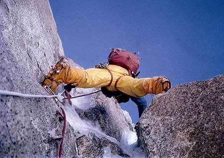 Climbing the first corner to reach the gully that leads to Colle della Speranza., archivio Ragni Lecco