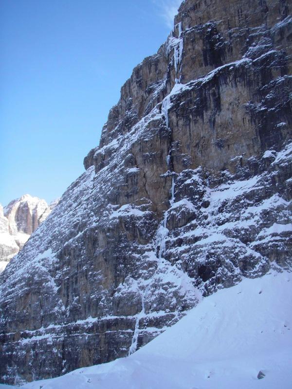 Via Valeria, (270m, VI ice, M4+, VI+ rock, Gianni Canale & Aldo Mazzotti, 6-7/01/2013), Gianni Canale