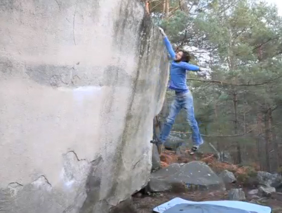 Ivo on the boulder problem Chatterton, Bas Cuvier, Fontainebleau, Berni Fiedler