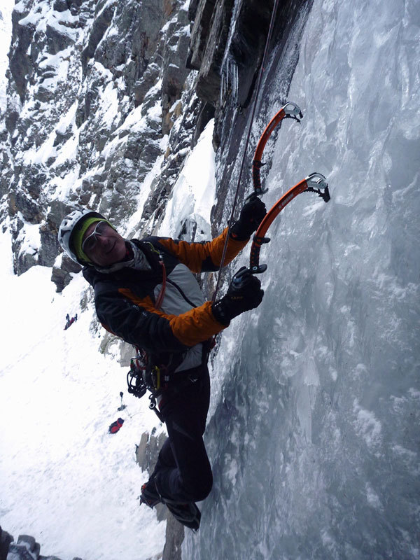 Enrico Bonino on the icy wall on pitch 1 of Dio li fa... e poi li accoppia (Valnontey)., archivio E. Bonino