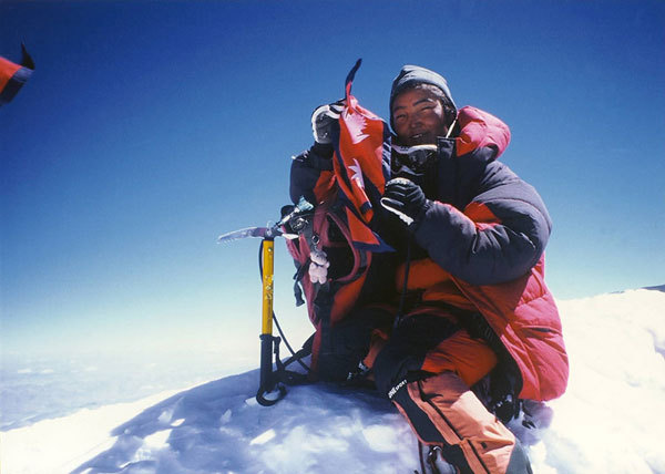 Pemba Doma Sherpa in cima all'Everest, arch. Premio Saint Vincent