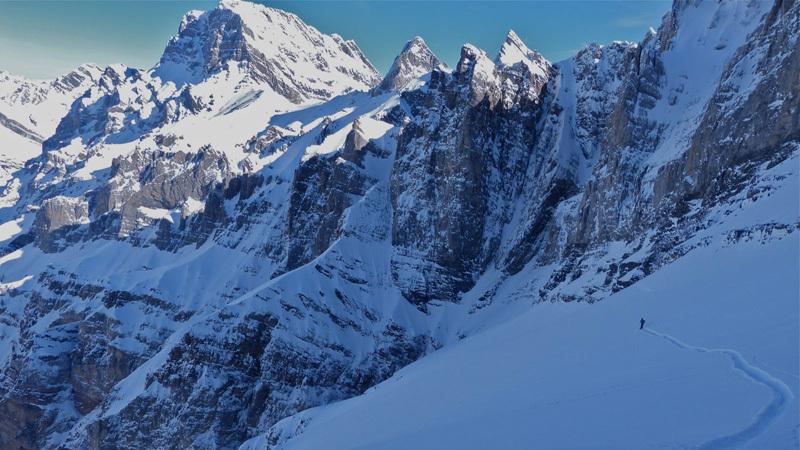 Sébastien de Sainte Marie e Olov Isaksson sciando la parete nord di Dent Favre (Alpi Bernesi) , Svizzera, febbraio 2013,