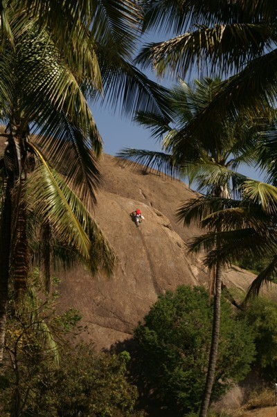 In arrampicata a Ramanagaram, India, Gerhard Schaar