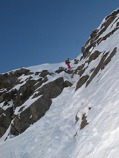 Giuliano Bordoni sul primo breve salto di roccia in ingresso, Giuliano Bordoni