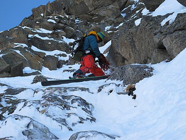 Bruno Mottini prepara il breve  corrimano  per superare la sezione di rocce., Giuliano Bordoni