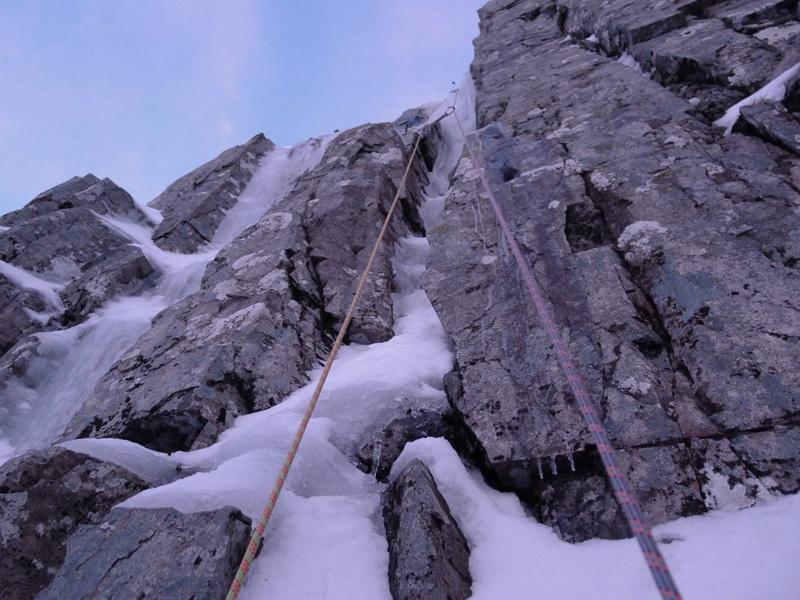 Stob Coire nan Lochan, Glen Coe. Il tiro chiave di Innuendo, sul Summit Buttress, Filippone - Rossi - Sanguineti - Türk