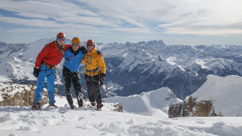 The three 18-year-olds Martin Dejori, Aaron Moroder and Alex Walpoth on the summit of Langkofel on 27/01/2013 after having repeated Goulotte Holzknecht., archivio Alex Walpoth