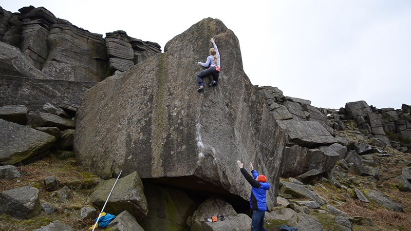 Mina Leslie-Wujastyk on Careless Torque 8A+, Stanage Edge