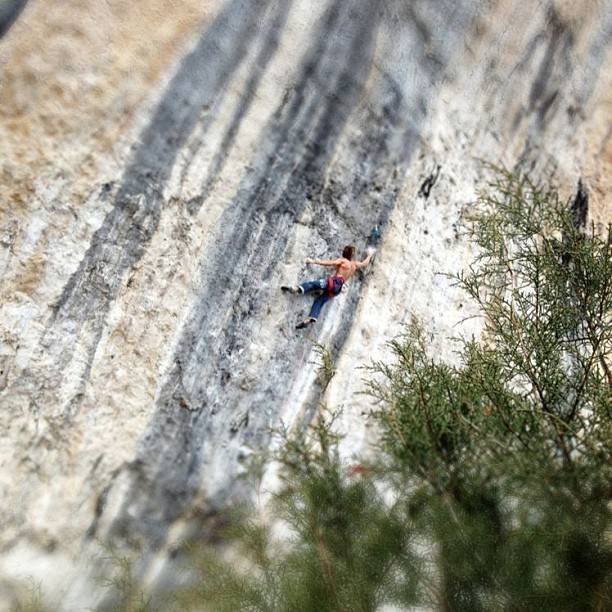 Chris Sharma climbing La Dura Dura 9b+, Oliana, Spain, archivio Chris Sharma