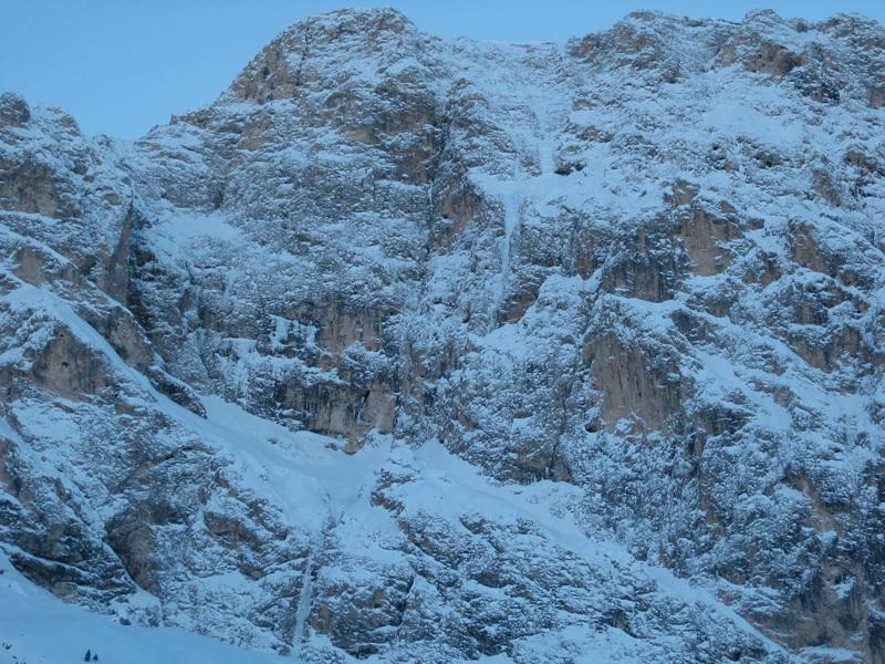 Panoramica parete. A sinistra il Molignon di Dentro, sotto si nota la linea di salita, archivio Angelo & Tonelli