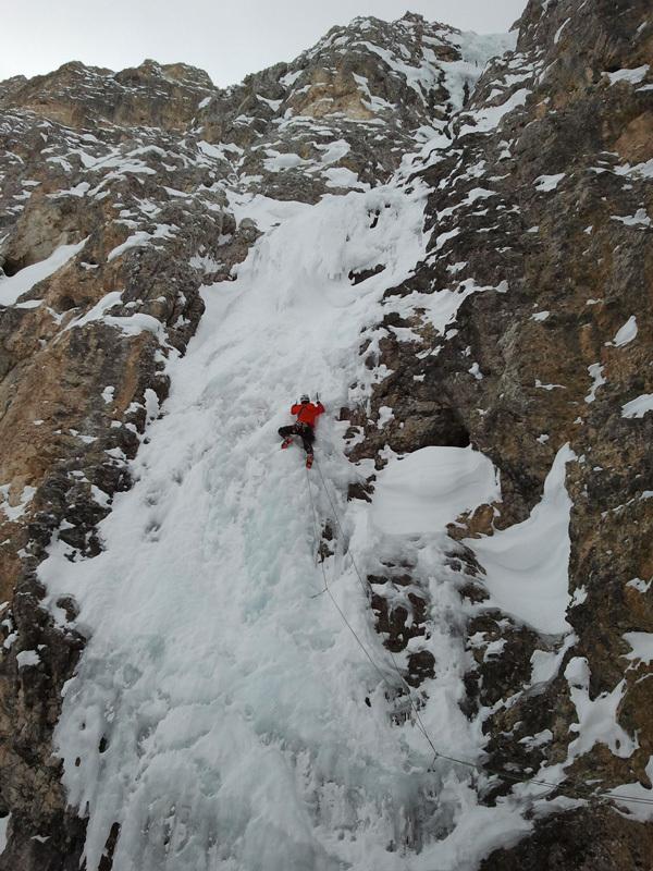Philipp Angelo sotto il tetto di neve a polistirene, archivio Angelo & Tonelli