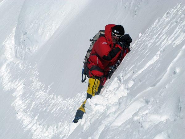 Simone Moro in invernale al Broad Peak, arch. S. Moro