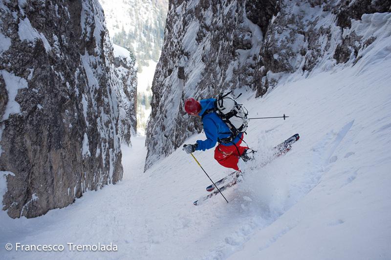 Norbert Frenademetz scende il canale nord di Sass Dlacia, Dolomiti, Francesco Tremolada
