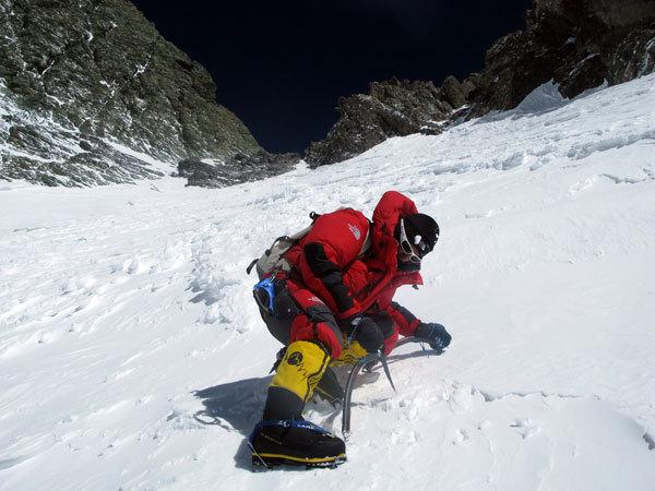 Simone Moro in discesa da 7800m, punto massimo toccato dalla spedizione, arch. S. Moro