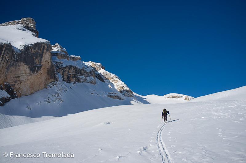 Francesco Tremolada e Andrea Oberbacher durante la prima discesa in sci della parete Ovest del Piz Lavarella, Dolomiti, il 10/04/2013., Francesco Tremolada